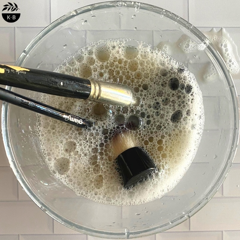 Cleaning your make-up brushes